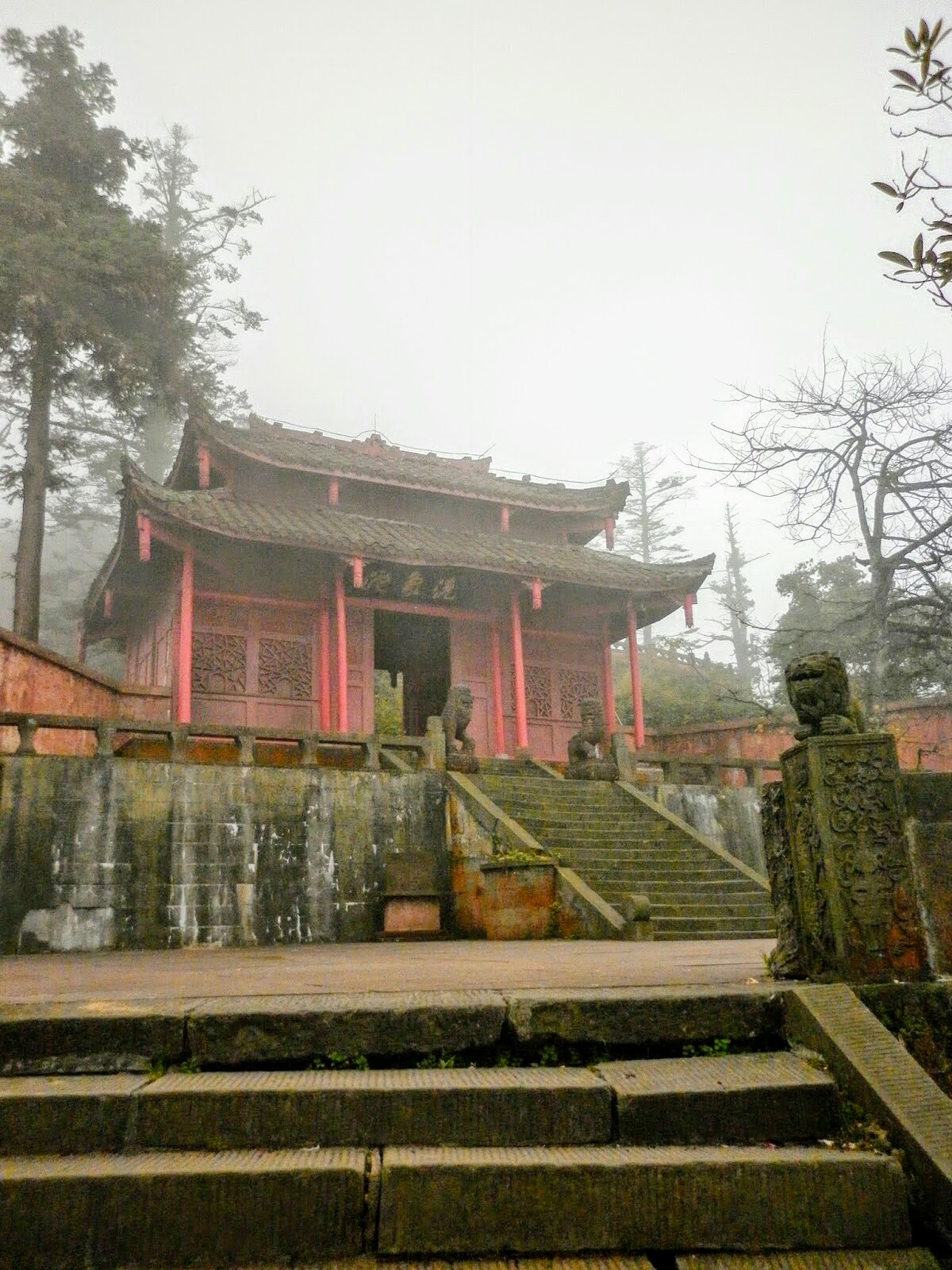 Xixiang Chi Monastery up in the mountain of Emei Shan, in China