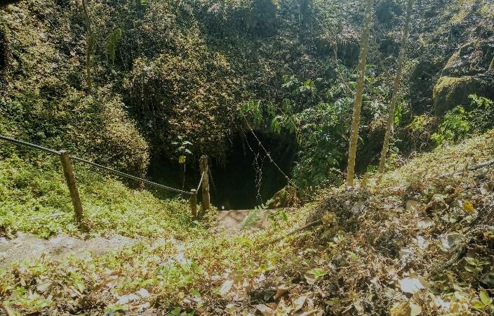 Entrance to Santa Rosa lava tunnels